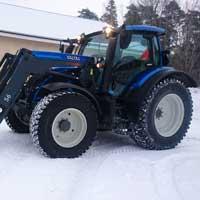 Traktoriurakoinnissa on käytössä Valtra traktori.