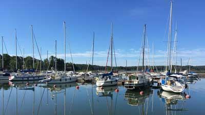 Förby Marinasta löytyy kausipaikkoja purjeveneille.