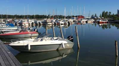 Förby Marinasta löytyy kausipaikkoja eri kokoisille moottoriveneille.