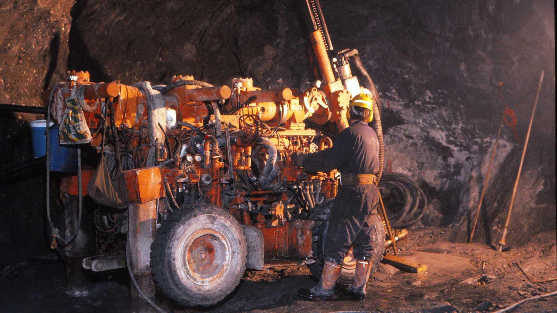 Kaivoksen porauskalustoa