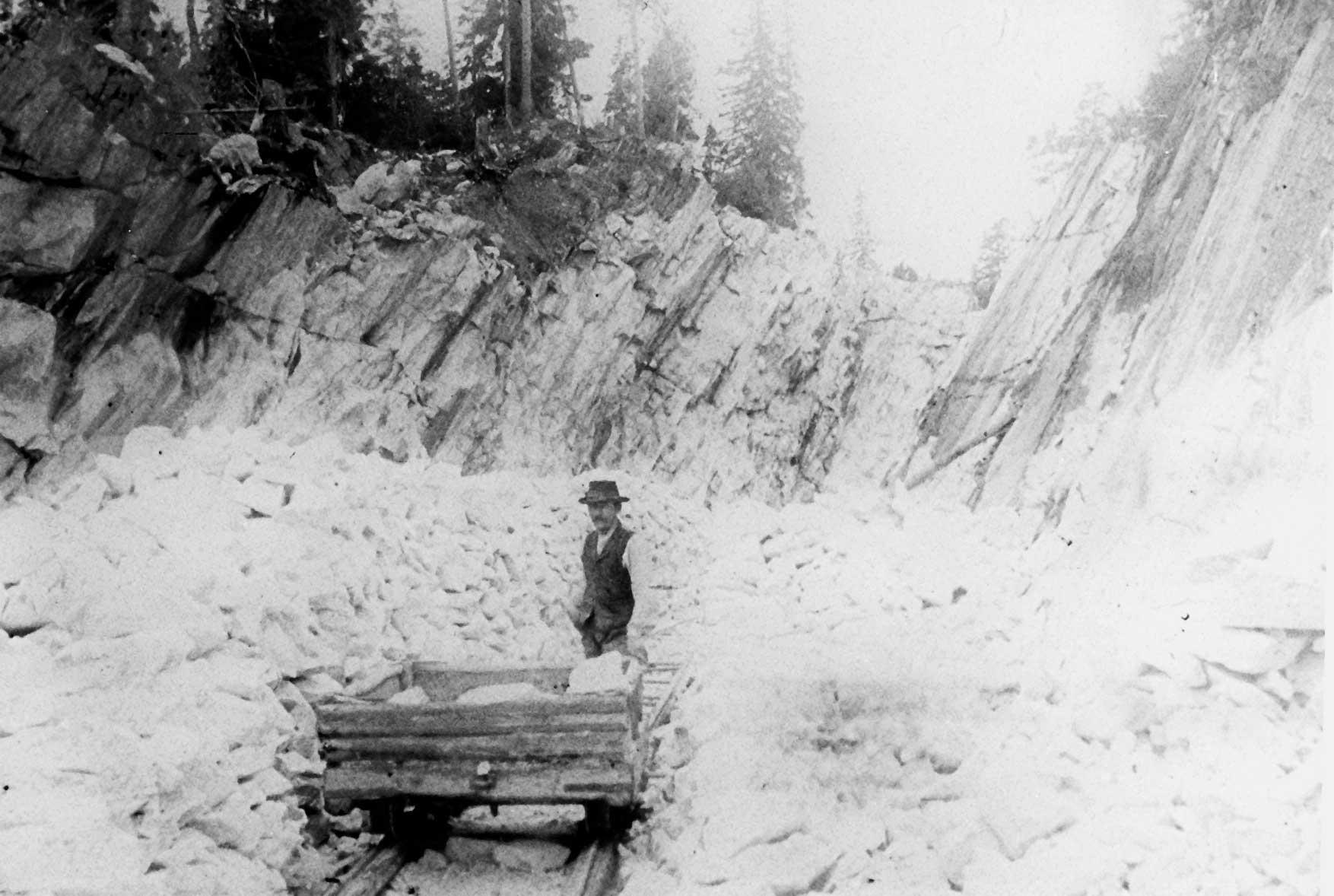 : Kalkinlouhintaa Bastbölen avolouhoksessa 1900-luvun alkupuolella